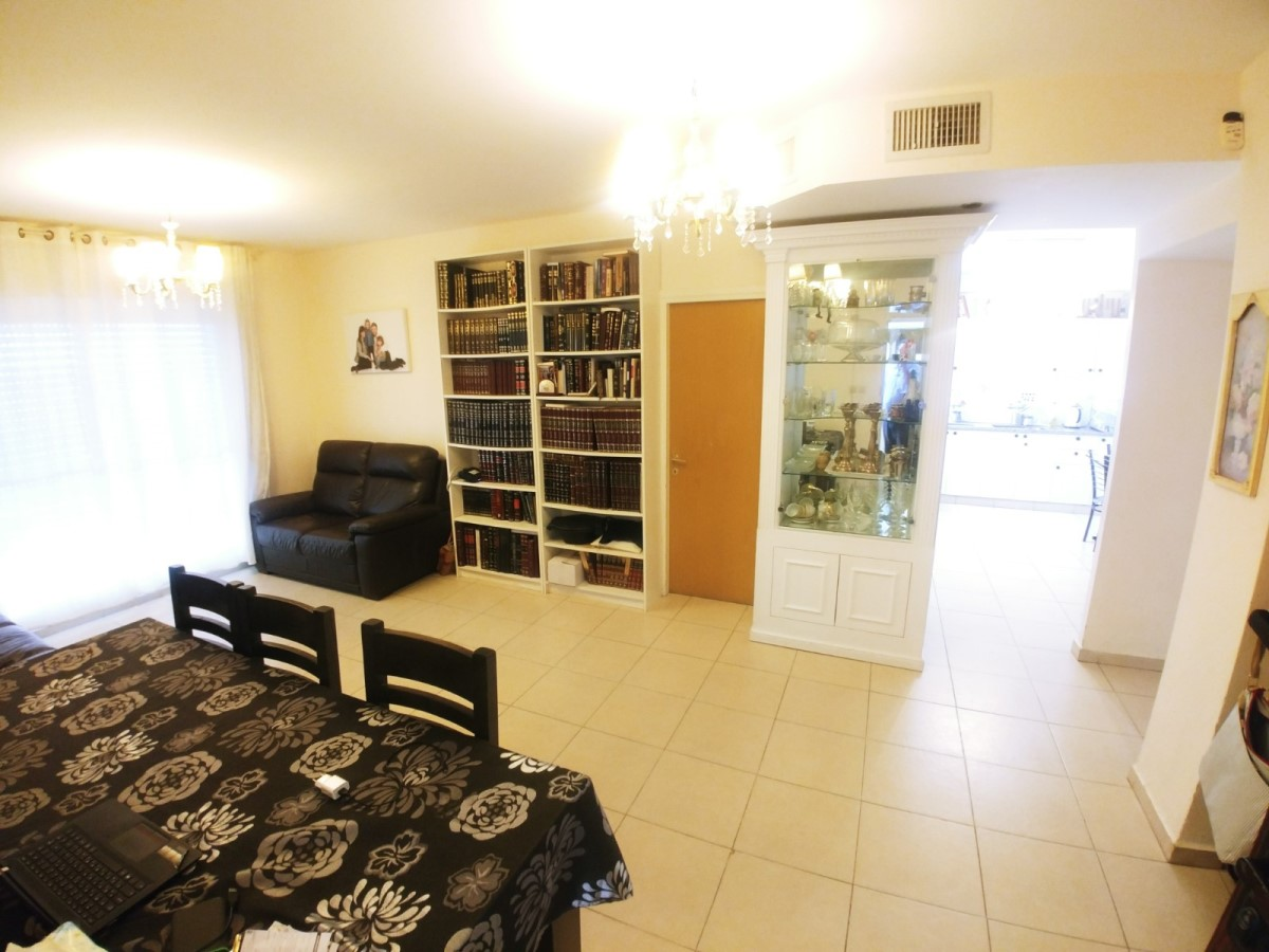 Ramat Beit Shemesh Gimmel: Nachal Refaim 3 Bedroom Apartment